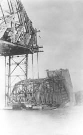 La travée de 5200 tonnes a été élevée... (Archives Le Soleil) - image 2.0