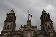 Le drapeau mexicain a été mis en berne... (AP, Marco Ugarte) - image 3.0