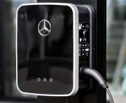 Une borne de recharge Mercedes au Salon de... - image 1.0