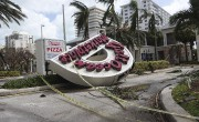 L'enseigne d'un commerce àFort Lauderdale a été renversée.... (AP) - image 2.0