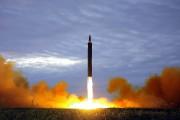 Une fusée balistique à portée intermédiaire Hwasong-12 testée... (AFP) - image 3.0