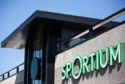 Situé en façade de l'autoroute 15, le Sportium... (PHOTO SIMON GIROUX, LA PRESSE) - image 1.1