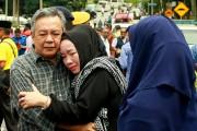 Les parents de l'une des victimes, à Kuala... (AFP) - image 1.1