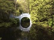 Au détour d'une allée, un miroir d'eau teint... (Le Soleil, Normand Provencher) - image 2.0
