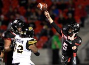 Le quart Drew Tate... (Photo Justin Tang, La presse canadienne) - image 1.1