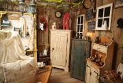 Les meubles réalisés par Luc Crevier semblent avoir... (Photo Martin Chamberland, La Presse) - image 3.0