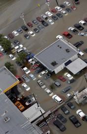 Voitures et commerces étaient inondés près du réservoir... - image 5.0