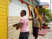 Des gens placardent des résidences à Sainte-Anne, en... (AP) - image 2.0