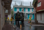 Des soldats patrouillent les rues de Marigot, àSaint-Martin.... (AFP) - image 2.0