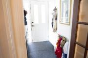 Le vestibule lumineux accueille les vêtements de toute... (Photo Marie-Christine Gobeil, collaboration spéciale) - image 3.0