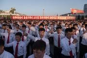 Des étudiants mnifestaient samedi sur la place Kim... (AFP) - image 3.0