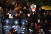 La police surveille de près des manifestants anti-AfD,... (AP) - image 2.0