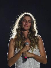 Gisele Bundchen n'a pas caché son émotion lors... (AFP) - image 2.0