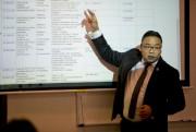 Bruce Lai, professeur au collège LaSalle, affirme que... (Photo David Boily, La Presse) - image 3.0