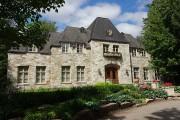 Une réunion d'affaires au Château Taillefer Lafon, avec... - image 6.0