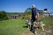 Roger Fleury,un résidant de Gatineau, soutient quel'île aux... (PHOTO DAVID BOILY, LA PRESSE) - image 2.0