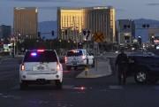 Des policiers ont déployé un périmètre de sécurité... (Photo Mark RALSTON, Agence France-Presse) - image 1.0