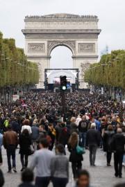 Les piétons avaient pris possession des Champs-Élysées. Photo:... - image 4.0