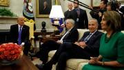 Chuck Schumer et Nancy Pelosi étaient présents dans... (REUTERS) - image 2.0