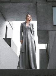 Une élégante robe maxi en jersey doux et... (PHOTO FOURNIE PAR SIMONS) - image 2.0