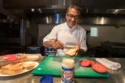 Le plaisir coupable du chef Stelio Perombelon? Un... (Photo IVANOH DEMERS, LA PRESSE) - image 4.0