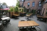 La verdoyante terrasse de Brasserie Dunham est propice... (PHOTO FRANÇOIS ROY, LA PRESSE) - image 5.0