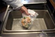 Chaque plat est cuit à basse température, surgelé... (PHOTO Martin Chamberland, LA PRESSE) - image 2.0