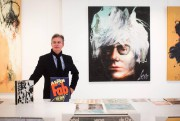 Organisateur de l'expo Corno&Warhol avec le galeriste Louis... (Photo Olivier PontBriand, La Presse) - image 2.0