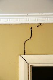 Des fissures peuvent apparaître sur les murs au-dessus... (Photo Thinkstock) - image 1.0