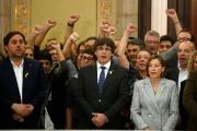 Les élus catalans, dont le président Carles Puigdemont... (PHOTO MANU FERNANDEZ, ASSOCIATED PRESS) - image 1.0