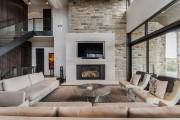 Le manteau du foyer est en pierre, comme... (Photo fournie par Groupe immobilier Londono) - image 2.0
