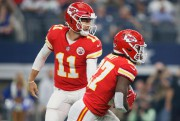 Alex Smith et Kareem Hunt... (Photo Tim Heitman, USA TODAY Sports) - image 2.0