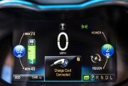 Le tableau de bord d'une Spark EV 2014.... - image 9.0