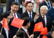 Le président chinois Xi Jinping (à gauche) etle... (Photo Hoang Dinh Nam, REUTERS) - image 1.0