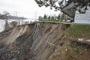 Le glissement s'est arrêté à un mètre de... (Photo Patrick Sanfaçon, La Presse) - image 1.1