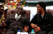 Robert Mugabe et sa femme Grace en janvier... (REUTERS) - image 2.0