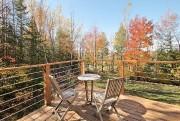 Les propriétaires ont créé plusieurs terrasses offrant des... (Photo fournie par Équipe Lacroix) - image 3.0