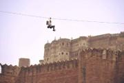 D'immenses câbles tendus depuis les remparts de la... (PHOTO TIRÉE DE LA PAGE FACEBOOK DE FLYING FOX) - image 1.0