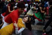 Des étudiants et des danseurs professionnels participent à... (photo Ed Jones, archives agence france-presse) - image 3.0