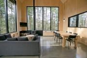 Le salon et la salle à manger... (PHOTO DAVID BOILY, LA PRESSE) - image 2.0
