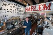 Le chef Julian Medina dans son restaurant d'Harlem.... (DON EMMERT, AFP) - image 2.0