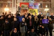 Des partisans de Ratko Mladic manifestent contre la... (REUTERS) - image 3.0