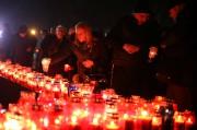 Des Croates de Bosnie allument des cierges à... (REUTERS) - image 2.0