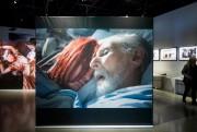 Chloé Sainte-Marie lovée dans le lit de Gilles... (PHOTO MARCO CAMPANOZZI, LA PRESSE) - image 2.0