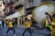 Despizzaïolosacrobates démontrent leurs habiletés pour célébrer la nouvelle... (Tiziana FABI, AFP) - image 1.1
