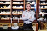 Yannick Achim, propriétaire de cinq fromageries à son... (Photo Alain Roberge, La Presse) - image 2.0
