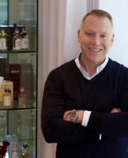 Simon Tooley, propriétaire de la boutique Etiket... (photo tirée du site etiket.ca) - image 1.0