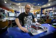 Pour André Nadeau, gérant de la boutique de... (Photo Olivier Jean, La Presse) - image 3.0