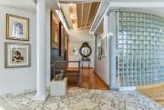 Colonnes, mur en blocs de verre, plafond et... (Photo Brigitte Poisson, fournie par Immeubles Stuart) - image 3.0