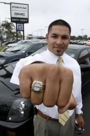Ce vendeur californien a vendu 100 autos en... - image 1.0